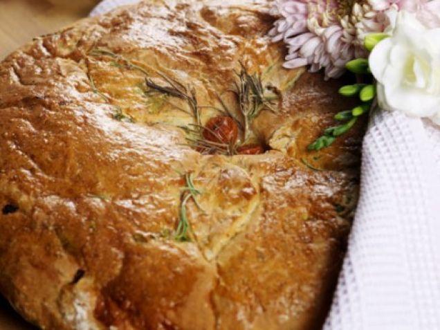 Fina bröd till festen som också går bra att dela upp och frysa in för att användas till vardags. Variera innehåll efter smak. Använd fantasin! Petronella har...