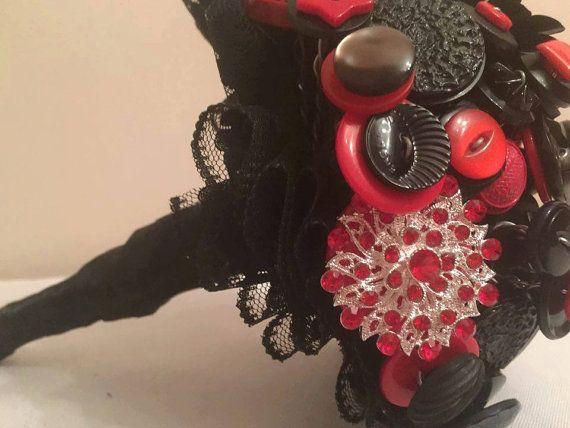Botón de Bouquet Bouquet gótico ramo rojo y por AdoreButtonBouquets
