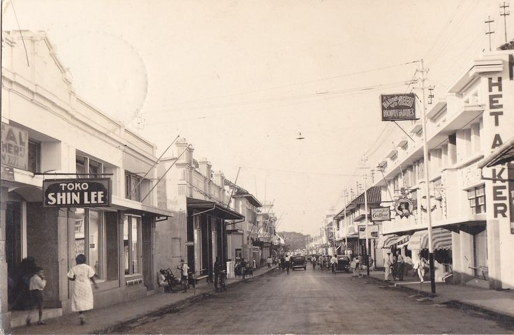 Tempo Doeloe  Bandung, Jalan Braga, 1936  This postcard doesn't have a written location on it but after some research I'm pretty sure it's Jl. Braga in Bandung, but please correct me if I'm wrong... :-)