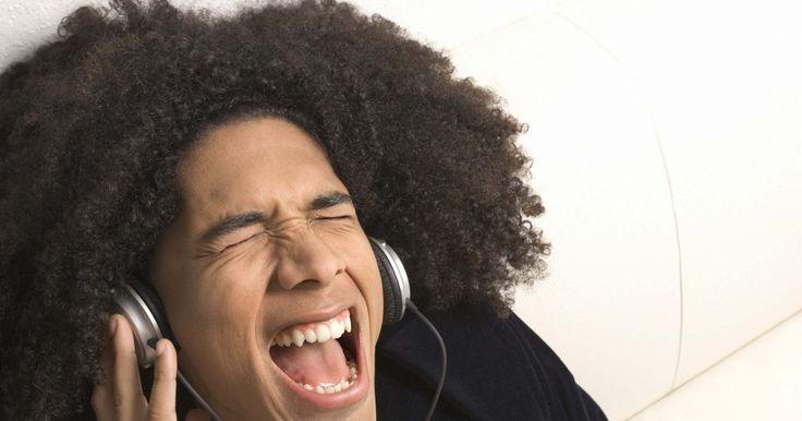 Como trocar as almofadas do fone de ouvido Skullcandy Titan. A Skullcandy é uma popular fornecedora de fones de ouvido, muitos dos quais são modelos que se encaixam perfeitamente ao canal auditivo. Os modelos Titan são feitos de metal com corte de precisão para maior durabilidade. Assim como os outros fones da Skullcandy, os Titan vêm com três tamanhos diferentes de almofadas para garantir um ajuste ...