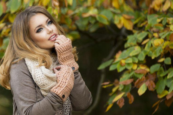 Beautiful elegant woman in park - autumn - Beautiful elegant woman  in a park in autumn