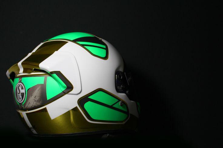 #helmade #ADN #for #Schalke04 Fan Christoph Wenzke. #Arai #gp6s #chrome #gold #helmetdesign #helmet #motorsports #carracing #green #matte #glossy #alien #futuristic Design your own #racing helmet on www.helmade.com
