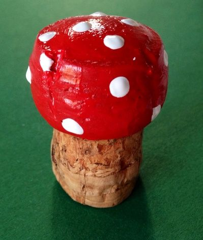 How to make a toadstool from a cork, toadstool craft, fairy mushroom craft, easy toadstool, toadstool art ideas, toadstool kids craft idea...