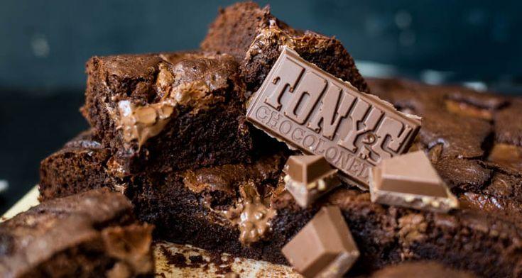 brownies met Tony's Chocolonely salted caramel proeven. Dit zijn echt de brownies der brownies, een van de lekkerste die ik ooit heb gemaakt en geproefd.