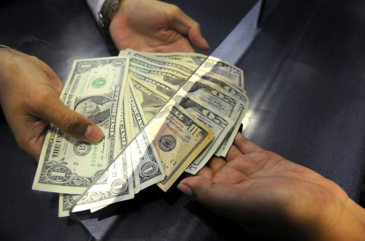 Dólar llega a los 15.10 pesos a la venta en el AICM