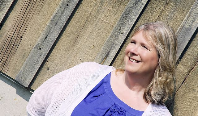 Lynell Rae Pinnell is an entrepreneur from the Chicagoland area. Her company is Mindful Living Coach. She is a motivational speaker, author and certified empowerment coach. We have conducted an interview with her.