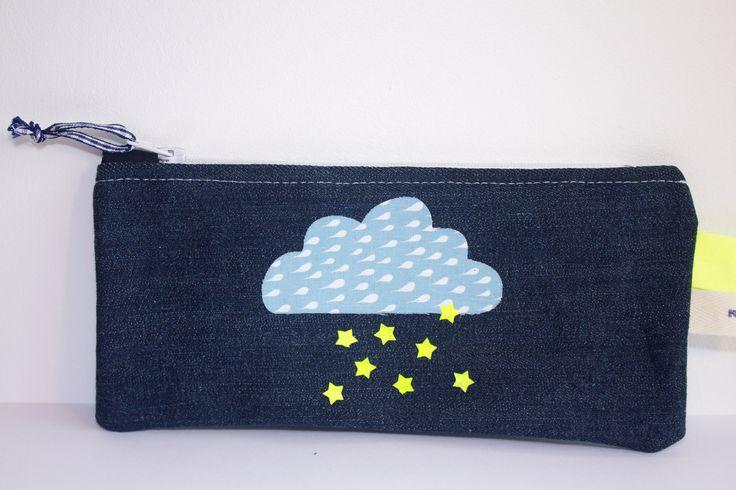 Trousse plate zippée en jean avec appliqué nuage et étoiles : Trousses par by-vanessa