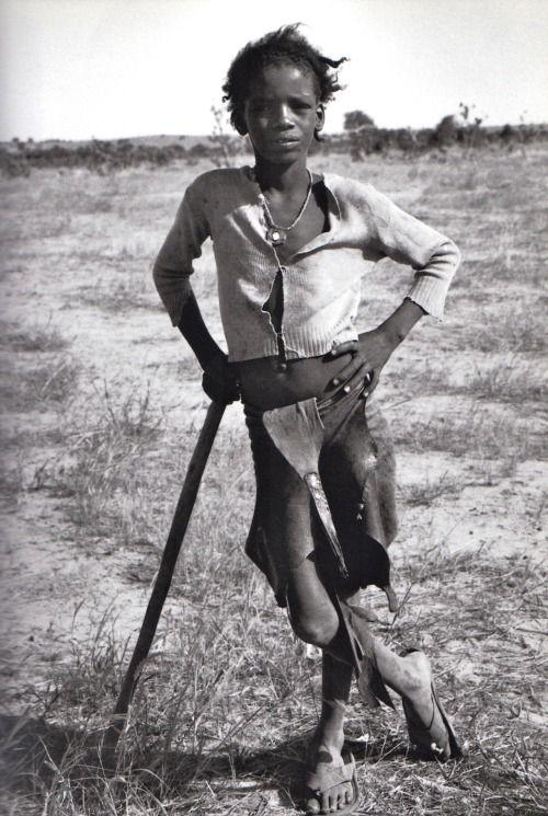 """Raymond Depardon, 1993, près de Tanout, Niger. """"Afriques"""", Editions Hazan, 2005. Copyright R.Depardon/Magnum Photos."""