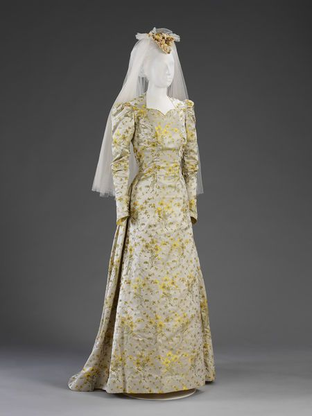 Elizabeth King wore this gown when she married Rowland Absalom on 6 September 1941 at a church in Hyde Park Square, London. l Victoria and Albert Museum