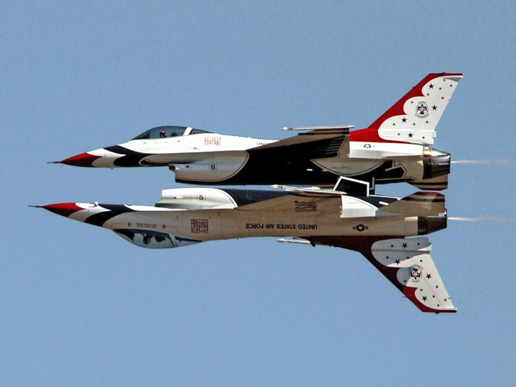 USAF Thunderbirds, F-16 Fighting Falcons...talk about skill!
