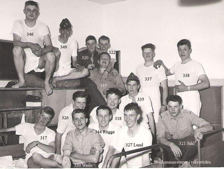 En flok glade rekrutter på belægningsstuen i 1963