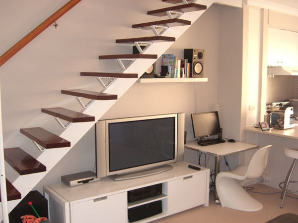 Table divider tv units for understairs pinterest tvs for Living comedor con escaleras