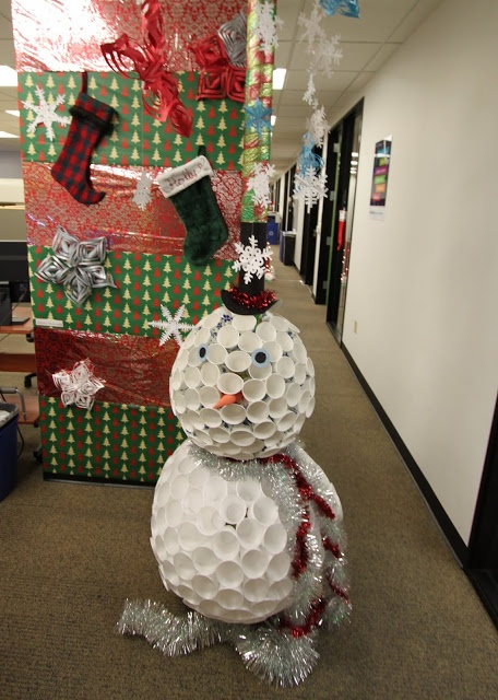office christmas pole decorating contest - Christmas Office Decorations