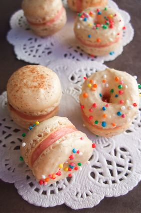 Donut Macarons. Oh my god.: Desserts, Donuts Macaroons, Idea, Donuts Macarons, Sweet, Food, Some People, Doughnut Macarons, Doughnut Macaroons