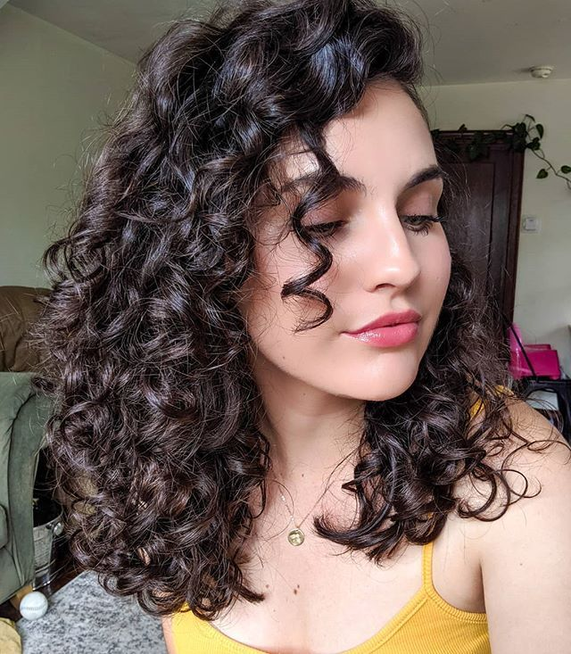 Transform Your Curls With This Easy And Inexpensive Curly Hair Routine Curly Hair Photos Curly Hair Styles Curly Hair Styles Naturally