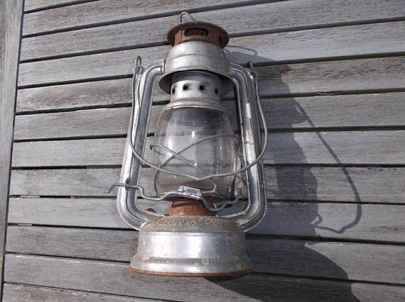 les 25 meilleures id es de la cat gorie lampe p trole ancienne sur pinterest. Black Bedroom Furniture Sets. Home Design Ideas