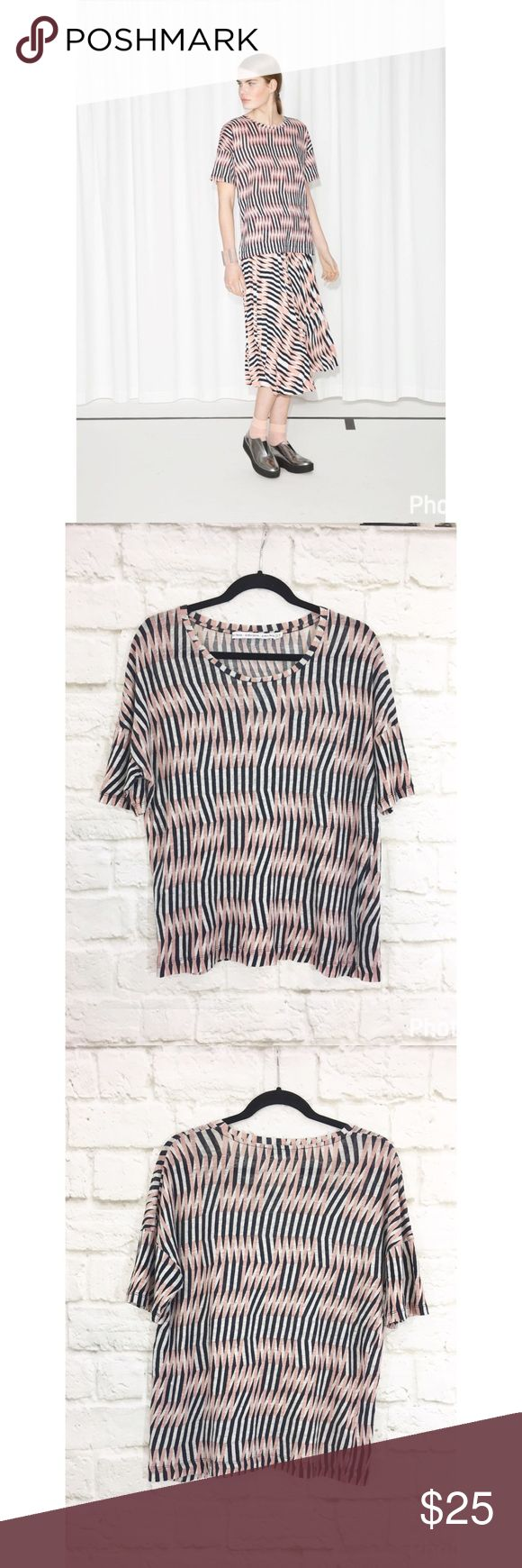 """& other stories graphic wave linen top Great linen graphic navy and pink printed tee. Size 10, excellent condition. Perfect for spring and summer, versatile oversized fit. Laying flat bust 21"""" length 25"""". & other stories Tops Tees - Short Sleeve"""