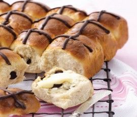 Spiced Chocolate Hot Cross Buns: Make your own Hot Cross Buns this Easter, with plenty of chocolate to keep everyone happy. http://www.bakers-corner.com.auhttps://www.bakers-corner.com.au/recipes/bread/hot-cross-buns/spiced-chocolate-hot-cross-buns/