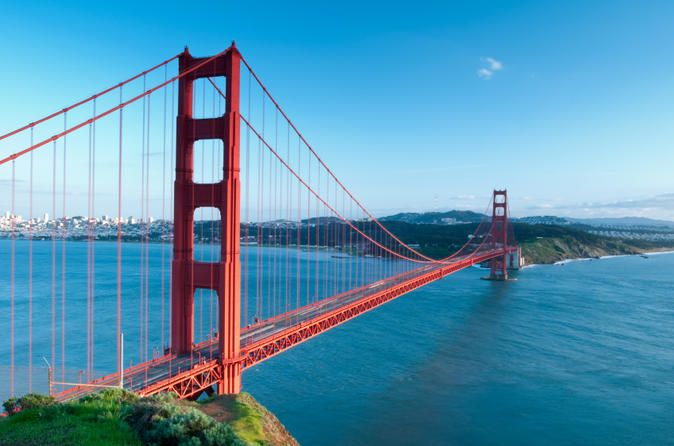 San Francisco City Tour with Spanish-Speaking Guide  Take a city tour of San Francisco to see its most popular sights with a live Spanish-speaking guide. You'll travel through the hilly city on board a luxurious coach, taking in top attractions like the Golden Gate Bridge, the Palace of Fine Arts, Chinatown, Fisherman's Wharf and Haight Ashbury. Enjoy views of Alcatraz and the bay, and admire the beauty of Golden Gate Park. During your tour, an experienced local guide will pro...