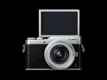 A l'occasion du CES 2017 qui se déroule actuellement à Las Vegas, Panasonic dévoile le LUMIX GX800, l'appareil photo 4K au design élégant, idéal pour les selfies.