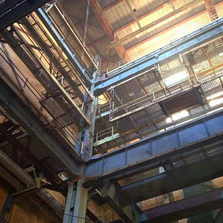 Vorige week was ik met de mannen in de #elektriciteitsfabriek. Een prachtige plek als je van oude industriële gebouwen houdt. . . . . . . . . #elektriciteitsfabriek #denhaag #industrial #industrieel #industrieelerfgoed #industrialdecay #fabriek