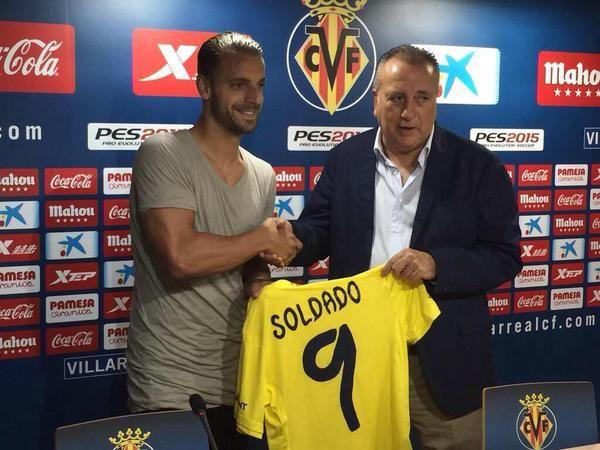 Villarreal have unveiled Roberto Soldado (from Tottenham Hotspur FC) to the media. He'll wear the number 9 shirt. (Source: @VillarrealCF)