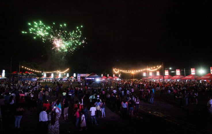 """Honduras, San Pedro Sula: """"Desfile y carnaval serán en la Circunvalación"""": Calidonio  El 2 de julio será el desfile de carrozas con comparsas de Trinidad y Tobago, Canadá y Gran Caimán. En la plaza típica, en la 3 avenida, desde hoy hay gastronomía y entretenimiento."""