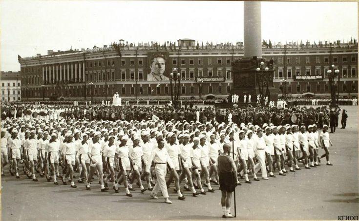 Soviet Sport propaganda #communism #socialism #Russia #USSR #history #poster #exercise #sport #soviet #propaganda #soviet_union #UdSSR #URSS #SOVIETICA