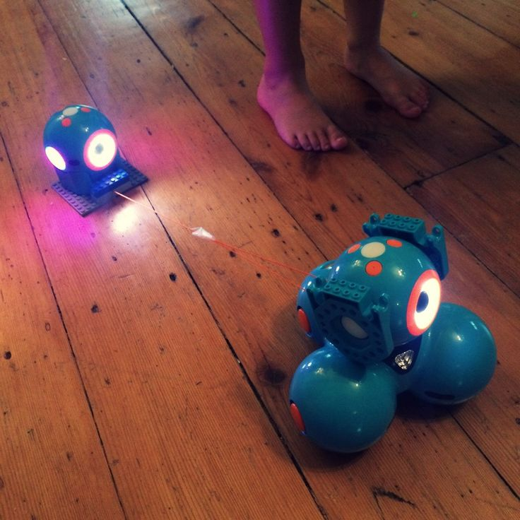 Coding project ideas for Dot and Dash robots created by kids: Make a robot chariot! This one by Margot, 7-years old