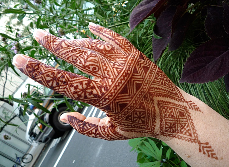 moroccan henna top of hand