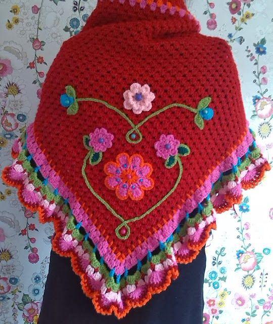 lo spazio di lilla: Facciamo insieme...Lo scialle all'uncinetto facilissimo partendo dalla punta /Let's make together...The easy crochet shawl starting from the point