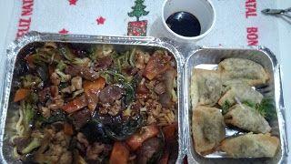 Um yakissoba que ficou bem feito, e ganhou muito sabor com um molho muito bem casado, realmente agrada em muitos sentidos, já o guioza precisa de melhoras consideráveis, ainda mais nessa versão frita.  #jantar #comida #restaurante #japonês #Japão #Yakissoba #Tradicional #Macarrão #oriental #carne #frango #legumes #Guioza #frito #recheado #gengibre #shoyu #temperado #molho #vegetais #cenoura #acelga #brócolis #pastoso #massa #DonnaSushi #GuiasLocais #LocalGuides #XinGourmet