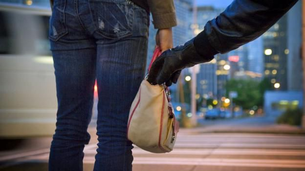 Pickpockets use much more than sleight of hand, says Caroline Williams, they hack your brain's weaknesses