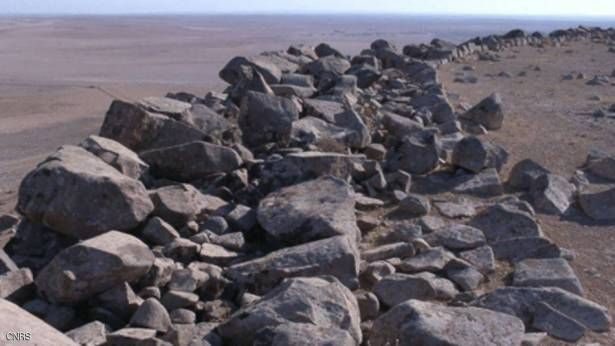 A huge archaeological discovery in Syria ... 4 thousand years old!    20 December 2017 at 19:39   Syrian and French archaeologists have uncovered military fortifications and fortifications near central Syria's Hama, dating back to the Bronze Age 4,000 years ago.   The joint team has discovered small towers and castles thanks to aerial and satellite imagery analysis, the French Press Agency reported on Wednesday.   The work was carried out by the Eastern Antiquities Laboratory (National…