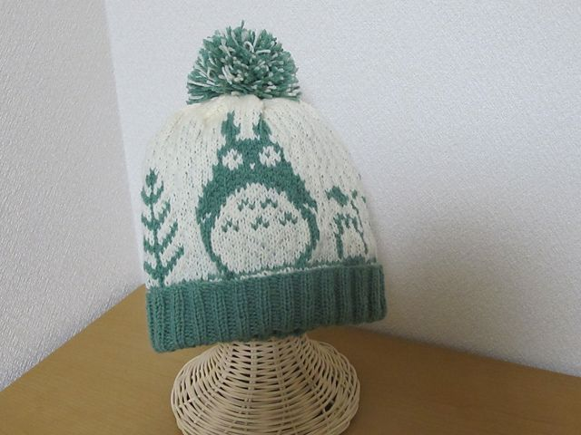 So cute , goes well with the mittens of same design, a scarf to match is easy peasy....