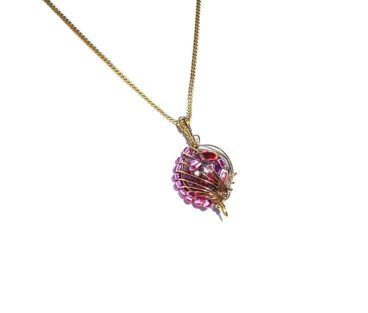 Messinganhänger mit rosa Perlen