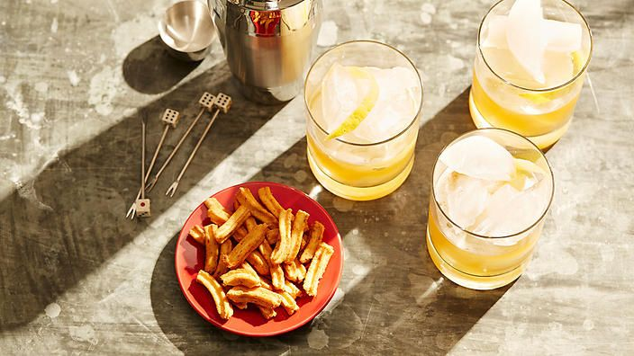 Disaronno Sour is made from just two ingredients: amaretto and lemon juice. Enjoy this deliciously simple #cocktail today.