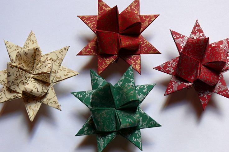 Hvězdičky Hvězdičky jsou vyrobeny z pevnějšího zdobeného papíru a mají velikost 7 cm. Cena za 1 kus.