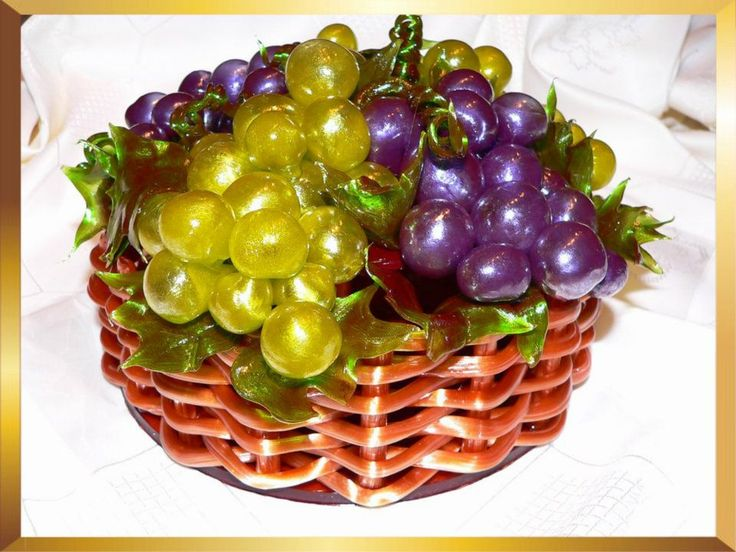 Edible grape basket decoration for autumn or harvest parties. From Caramel Flowers UK. Made of isomalt and suitable for diabetics.