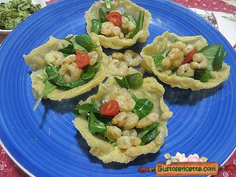 Cestini parmigiano valeriana gamberetti sfiziosi e belli da presentare in tavola ! Questi cestini parmigiano valeriana gamberetti sono facili da