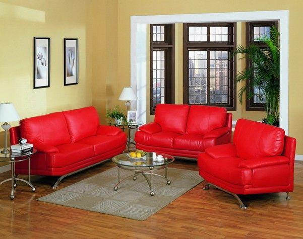 Яркие красные диваны и кресла