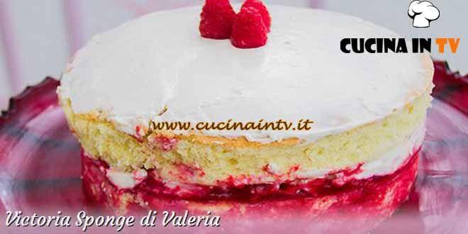 Ingredienti e procedimento della ricetta Victoria Sponge preparata da Valeria per Bake Off Italia 3.