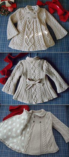 Linda chaqueta niña tejida a palillo y forrada en tela.