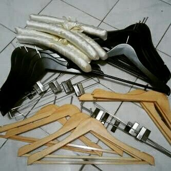 Jual Hanger Kayu Murah www.jualhangerkayu.com Hp 081288026122