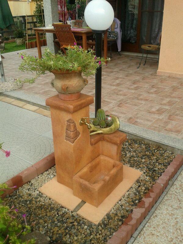 Fontana da giardino fonte del casale easy, mattone. Località: Lu Bagnu (Sassari).