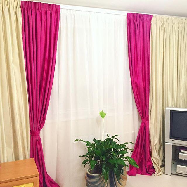 Сшивные шторы с окантовкой в зеркальном отражении и белоснежный тюль. Исполнено из итальянских тканей каталог #ADELE
