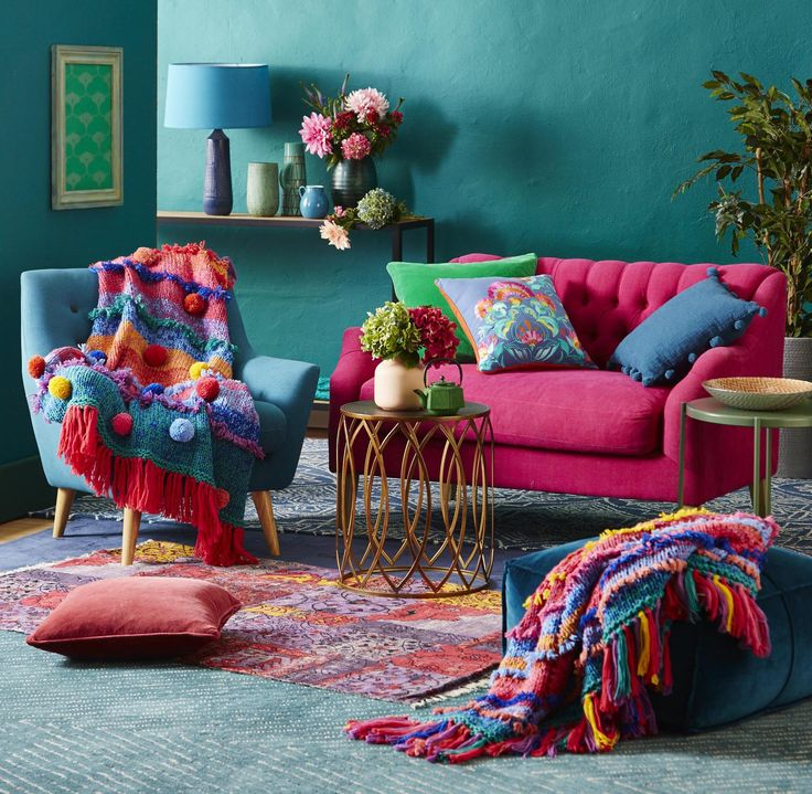 Nothing is more welcoming than a tastefully placed splash of colour or 20, right? This season's 'Boho Chic' round or rectangular knit kit is just the ticket.  Comes in wool or acrylic.