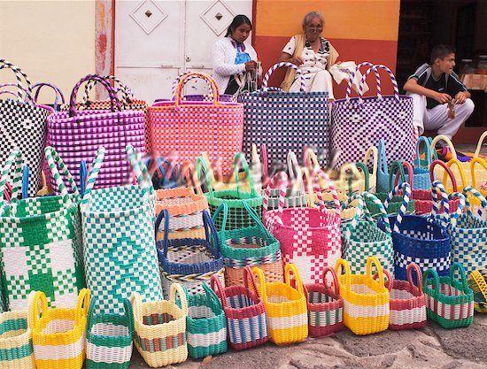 Bolsas de plastico hechas a mano.