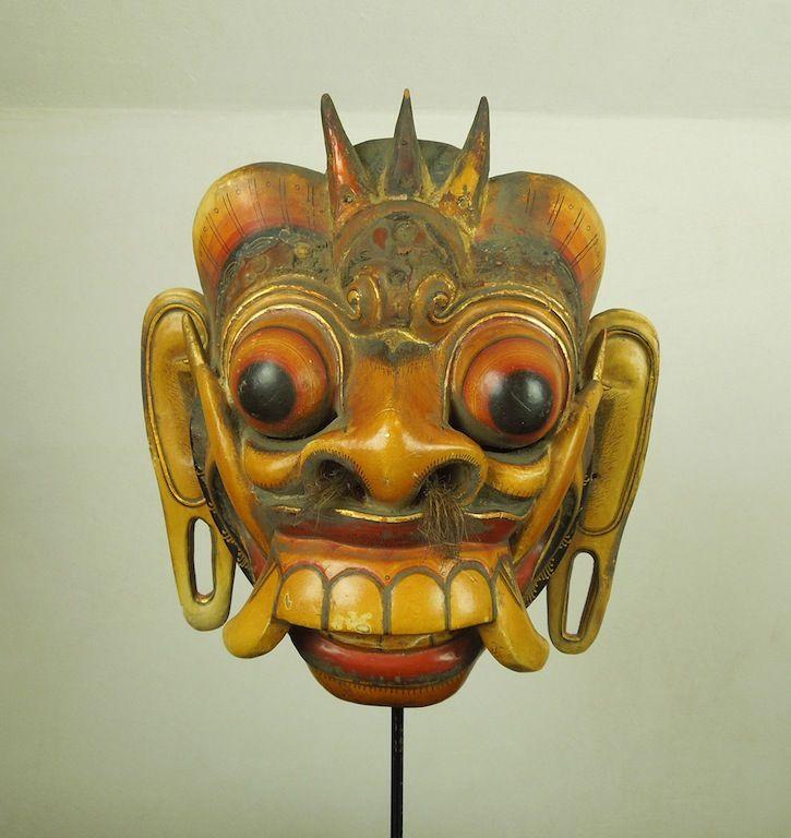 Maschera Rangda  http://shop.etniegalleria.it/epages/8530.sf/en_GB/?ObjectPath=/Shops/8530/Products/M002