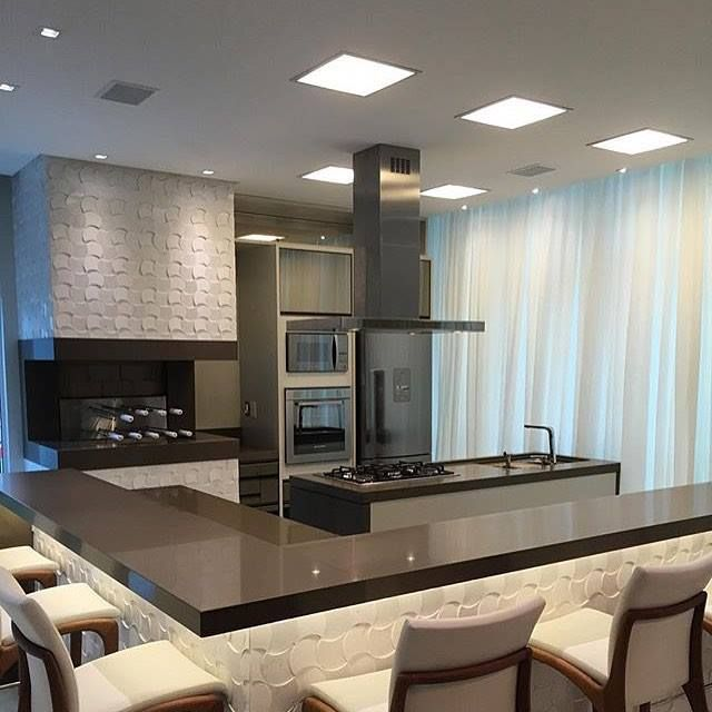 Uma bela cozinha pede belos utensílios e móveis, uma opção sofisticada, como um Misturador com ducha móvel da Blukit, ficaria perfeito! http://www.blukit.com.br/produto/detalhe/misturador-monocomando-para-cozinha-com-ducha-mvel-e-bica-giratria-modelo-gourmet